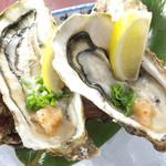 瑠璃座 - 宮城県産殻付牡蠣。ほぼ年中提供できますが季節の変わり目で一旦入荷がない場合もあります