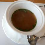 洋食屋アニバーサリー 永遠 - スープは2種類から選べます。こちらは「糸島野菜たっぷりコンソメスープ」。