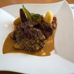 洋食屋アニバーサリー 永遠 - 「永遠のステーキランチ」(2,100円)のメイン。かなりボリュームあるステーキを堪能。