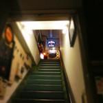 NEO SHOT BAR 深海の洞窟 - 階段を上ってチョーダイね