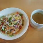 21269510 - カレーにセットされているサラダ・ドリアにセットされているスープ
