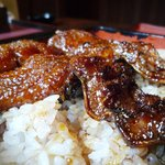 Dommaikyourakuken - 蒲焼は皮がパリパリになるまで焼き上げられる