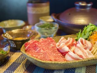 ぎゅうとん合戦 - 沖縄ブランド牛「サーロイン」&紅あぐー豚を使用したしゃぶしゃぶは絶品♪