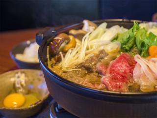 ぎゅうとん合戦 - 沖縄ブランド牛「サーロイン」&紅あぐー豚を使用したすき焼きも絶品♪