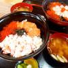 濱田商店 - 料理写真:海鮮丼 海鮮汁とお漬け物付き