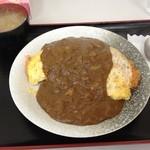 キッチンいさつ  - オムカレー 普通盛り
