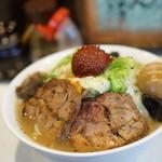 麺処 まるよし商店 - 料理写真:赤玉たんめん+野菜増し+薫玉+チャーシュー
