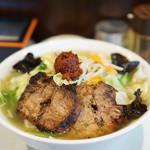 麺処 まるよし商店 - 赤玉たんめん(赤玉半分)+チャーシュー