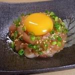 串屋 長右衛門 - 料理写真:鶏ユッケ 新鮮な清流鶏を使用! 肉の旨味、甘味にビックリです!