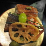 葉山 日影茶屋 - 【共通メニュー】 前菜の穴子の押し寿司・鮎の有馬煮・サーモンの砧巻き