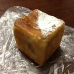 21291319 - イタリア栗のクリームパン 180円