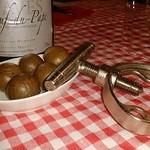 フッチャ - ワインをボトルで注文すると、殻つきマカダミアをサービスで!