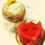 21294121 - モンブランとハートのイチゴのムースケーキ