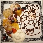 cica - アートフレンチトースト(900円)スイーツ君を描いていただきました。