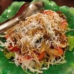 双庵 - シラスとトマトの海藻サラダ 700円。