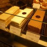 パティスリーヴィヴィエンヌ - ロングタイプのチョコレートケーキ