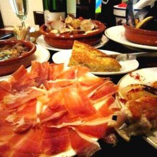 お得なコースは本格スペイン料理&カヴァも飲み放題!