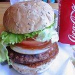 ラ オハナ - でっかいハンバーガーに挑戦! 満足と達成感!