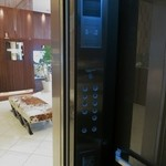 ピュイフォルカ シャンパンバー HERMES - エレベーターを上がり左にあります