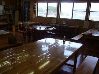 漁師食堂 母々の手 - 普通のテーブル席もあります