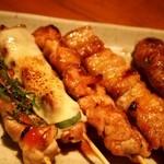 龍馬亭 - 焼鳥盛合せ(5種:とり梅しそ、とりチーズ、焼鳥、豚バラ、つくね)