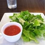21306922 - ランチサラダ。スープはトマトのガスパチョ。