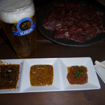 億上 - 料理写真:林神龍 億上 生ビールはセルフ タレは3種