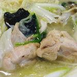 21314084 - 鶏白湯煮込麺(具材アップ)