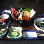 サマーハウス シーサイド - 結構立派な海鮮丼