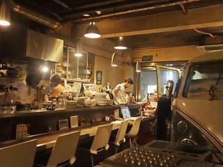 カフェ フランジパニ - スタッフは男性2名