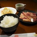 カルビ屋三夢 - ごはん・スープ・サラダ・醤油だれまんぷくカルビ(牛)