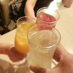 レッドリーヴスバー - ガブガブ飲みたかったので、スプリッツァーを炭酸多めにしてもらって 家族は、ファジーネーブル、カシスオレンジ