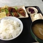 和食 鈴 - 唐揚げ、豚汁定食(800円)