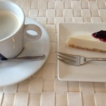 21327567 - レアチーズケーキ・コーヒー