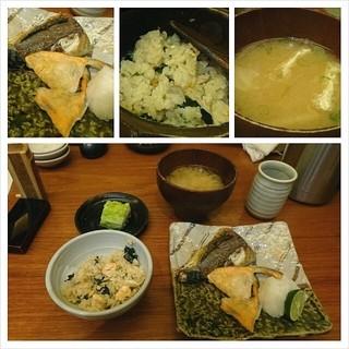 魚匠 銀平 はなれ - 久し振りの銀平で焼魚定食。かやくご飯が旨い(´ー`)