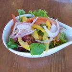 RicoRico - ミニサラダ。器が小さくて、すぐにこぼれてしまい、食べにくい