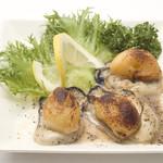 Kamui - 牡蠣に北海道産のもちもちカチョカバァロチーズをのせて