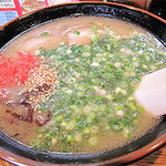 博多長浜ラーメン いってつ  - 基本のラーメンは550円。 替玉は100円です。
