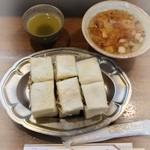 王ろじ - とんサンドイッチ 豚汁