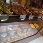 ル シズィエム サンス - まだまだパンは種類豊富でした