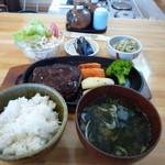 ハミング - 料理写真:ハンバーグ定食 800円