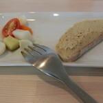21337962 - 前菜 : 地野菜のピクルスと鶏レバーペースト。良いですよね~散々言ってますが前菜が美味いとメインへのワクワク感もマシマシ☆