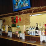 下総屋 - 南の島のカフェバーをイメージした店内です。