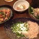 いざかや 漁火 - お豆腐、キュウリ、鳥皮