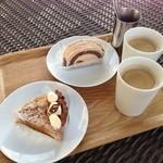 21341224 - ケーキとコーヒー