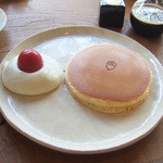 リトルツリー - ホットケーキ(1枚300円)+クリーミーマッシュポテト(150円)