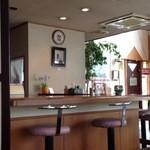 プランタンカフェレストラン - 静かで綺麗な店内