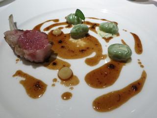 KEISUKE MATSUSHIMA - ヴィアンド 仔羊肉のロースト ブレットのニョッキとグラタン レモンのクーリ 黒オリーブ風味のジュ