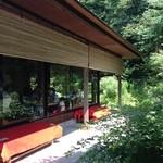 茶処 浅葉野庵 - 外で景色を見ながら食べることも可能