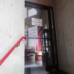 老李 - ガラス張りの入り口扉